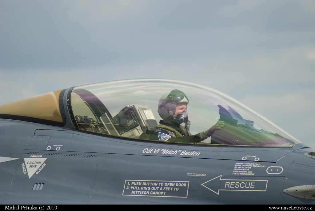 Fotografie F16 Fighting Falcon, neznámá